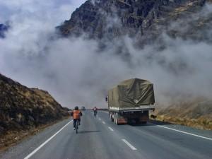 schneller als der LKW Fahrer erlaubt - im Geschwindigkeitsrausch