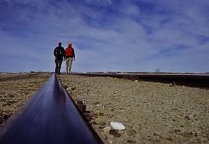 grenzenlose Weite am cementerio de trenes - Salar de Uyuni